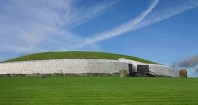 Newgrange tomb and visitors centre
